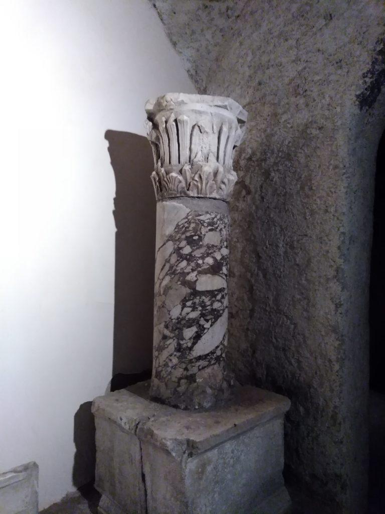 Colonna ritrovata nel teatro di Ercolano